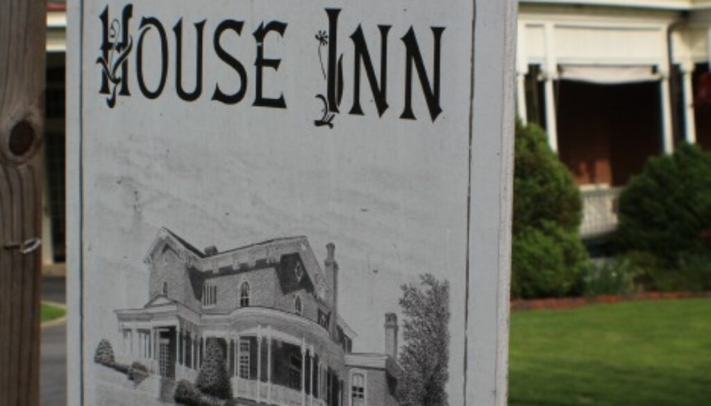 The Carriage House Inn Bed and Breakfast in Lynchburg, VA Welcomes You!