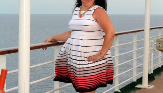 Cruise fashion should include simple and comfortable dresses that pack well and also make you feel beautiful