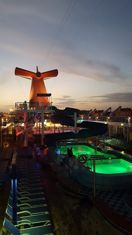 Check out the 7 Important Things a Smart Person Brings on a Cruise