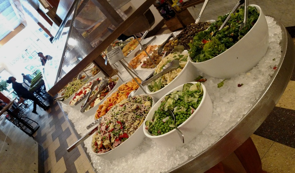 The beautiful and vibrant colors of all the fresh dihes on the salad bar at Mangia make it difficult to decide what to choose for lunch
