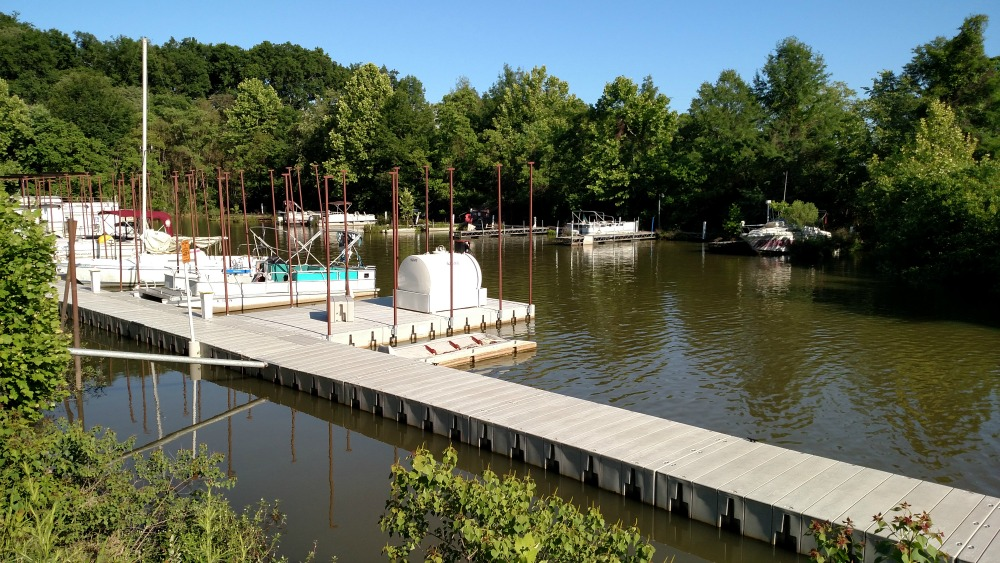The marina at the Capitol Oyster Bar means you can dock your boat and join in on the fun